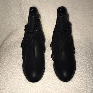 Sbicca frilly black booties